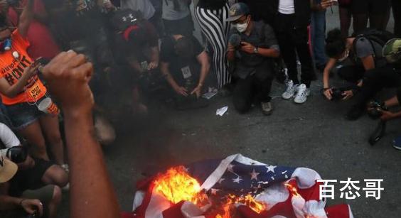 抗议者在白宫外烧美国国旗  特朗普对此有什么表示吗?